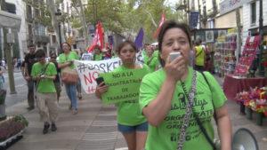 grupo de mujeres con camiseta verde en una manifestación