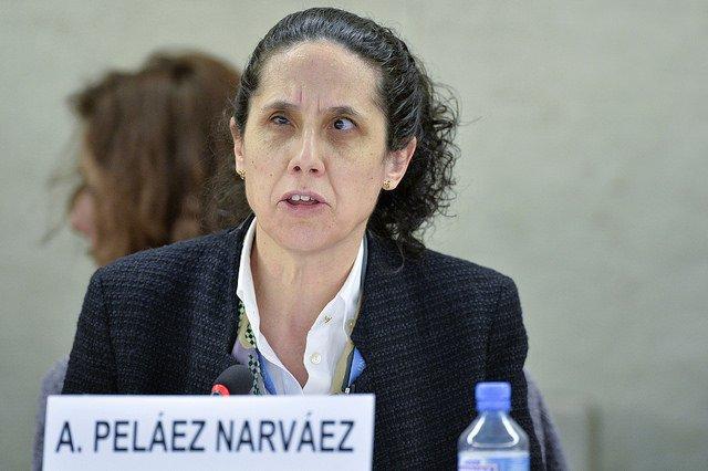 Ana Peláez habla en un evento